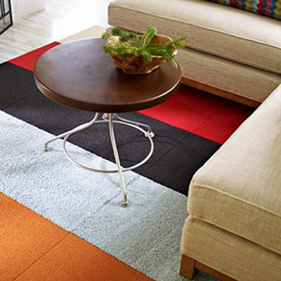 برای کمتر شدن هزینه ها به جای تغییر کفپوش، فقط فرش اتاق نشیمن تان را عوض کنید